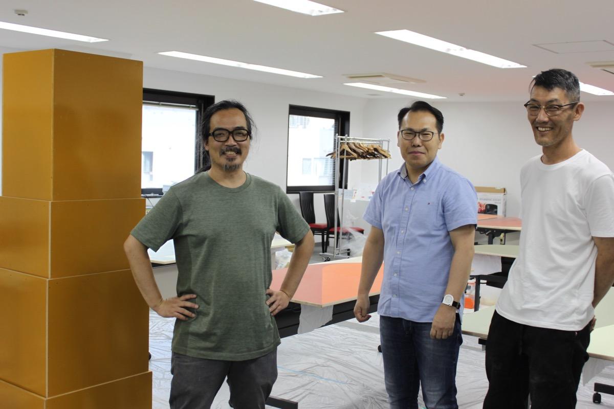 SFC出身の長岡さん(左)と、家具デザイナーの大原温さん(右)